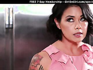 Gratis milf och modellen porr filmer - lesbisk porr